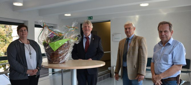 Bauernverband Nordharz e.V. übergibt den Erntekorb an Landrat M. Skiebe